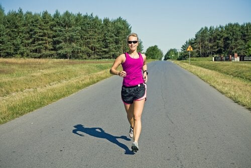 yürüyüş yapan bir kadın
