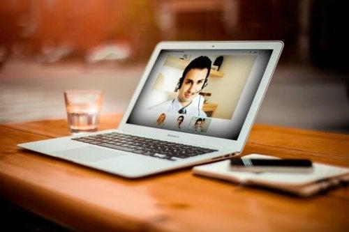 Çevrimiçi Bir Terapist Gerçekten İşe Yarıyor – İşte 5 Faydası