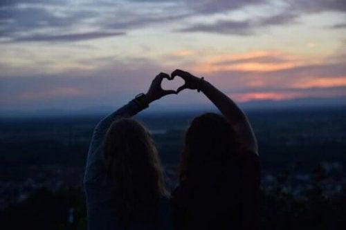 Aşk Gelip Geçer Ama Gerçek Dostluk Sonsuza Dek Kalır