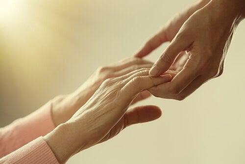 yardım elleri tutuşmuş