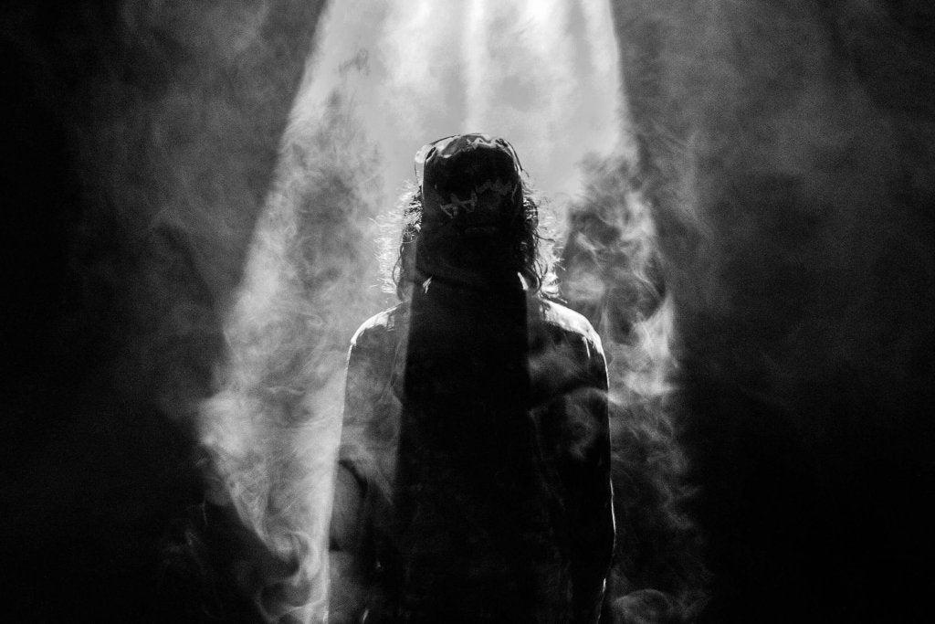 karanlıktaki adam