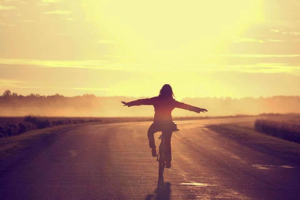 gün batımında bisiklet
