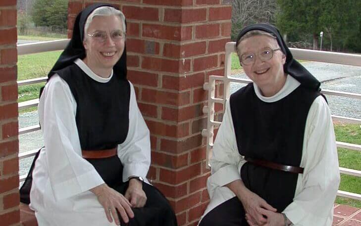 gülümseyen rahibeler