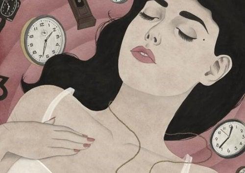saatlerle çevrili kadın