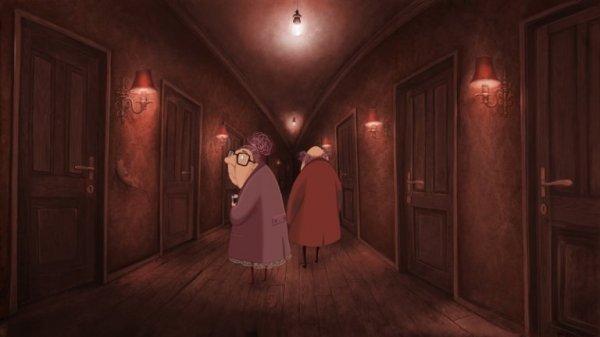 yaşlı çift koridorda