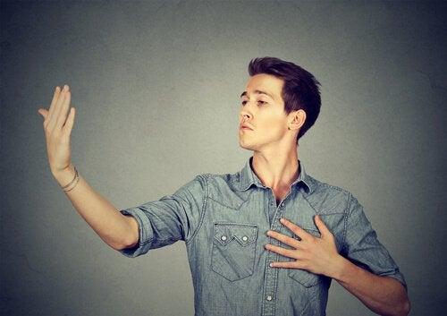 Kibirli İnsanlar: Özellikleri Ve Davranışları