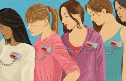 birbirine zincirlenmiş kadınlar