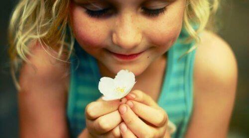 Çocukların Büyümek İçin Kendilerini Duygusal Olarak İfade Etmeye İhtiyaçları Var