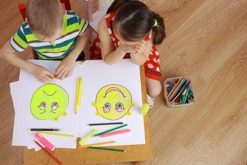 çizim yapan çocuklar