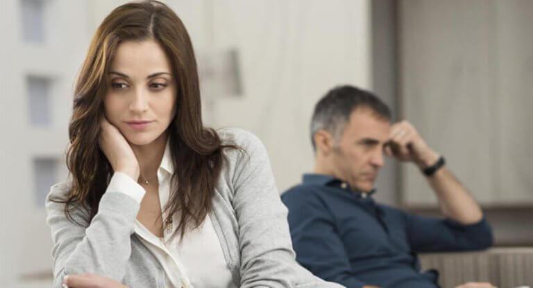 endişeli kadın ve adam