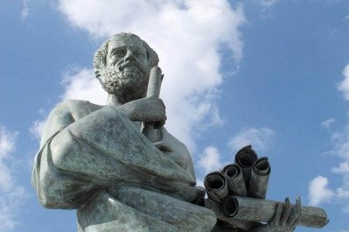 felsefeci heykeli