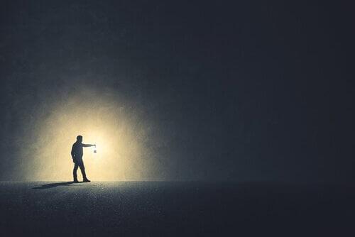 gaz lambası adam karanlık