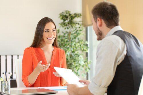 iş görüşmesi kadın erkek