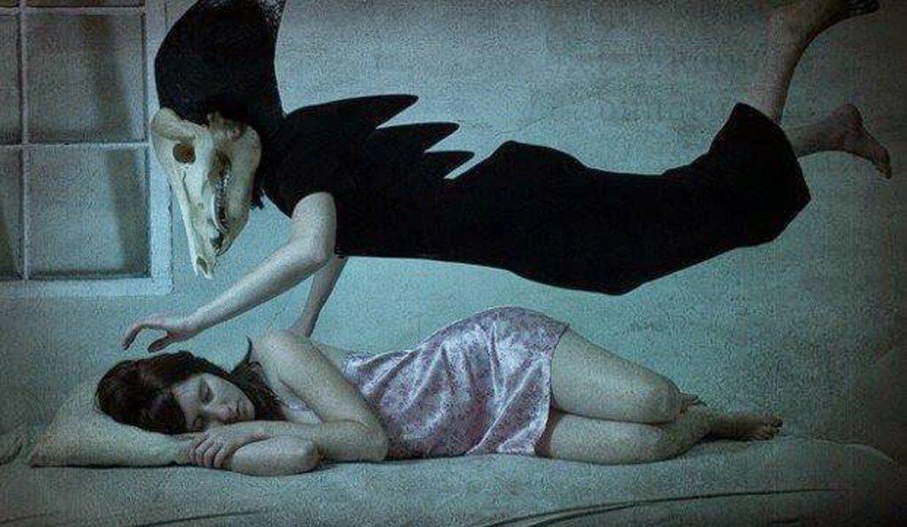 kadın uykusunda karabasan görüyor