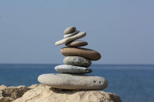 üst üste taşlar