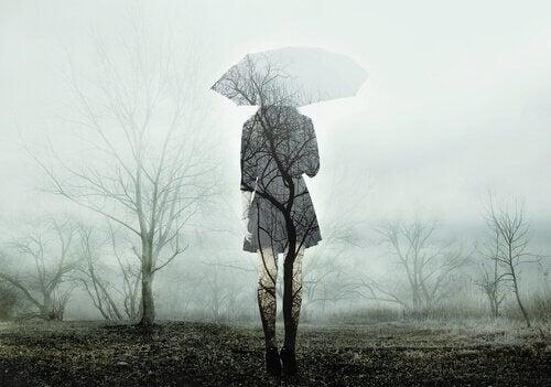 şemsiye altında kadın