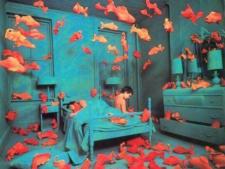 yatak odasında balıklar var