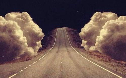yol ve bulutlar