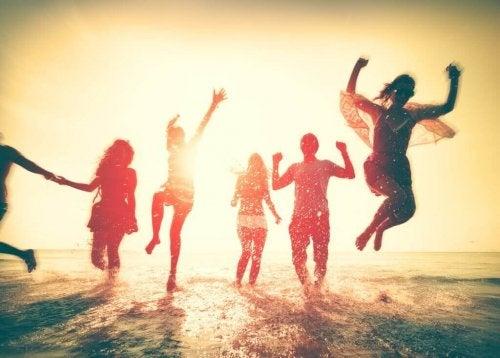 zıplayan arkadaşlar deniz