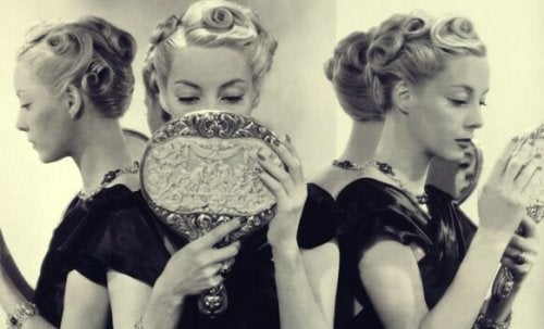 Narsisizm: Narsistik Kişilik Bozukluğunun 5 Nedeni