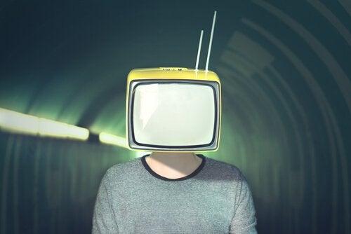 Medyanın Bizi Manipüle Etmek İçin Kullandığı 10 Strateji
