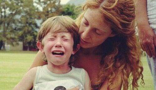 ağlayan erkek çocuk