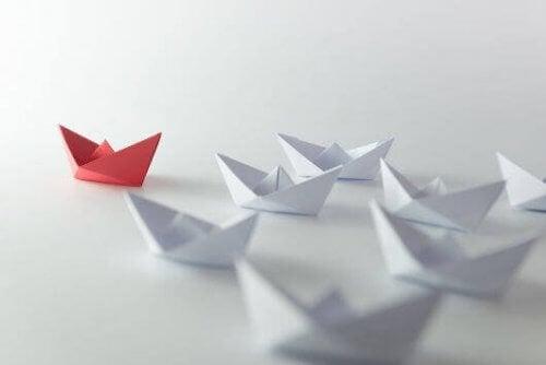 liderlik simgesi olarak kağıttan kayıklar