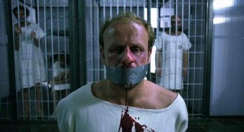ağzı bantlı tutuklu kan deney filmi