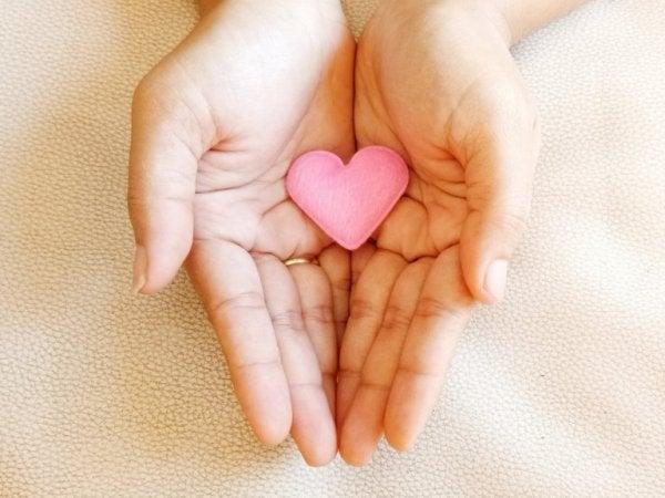 avuç içinde kalp
