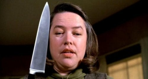 bıçak tutan kadın