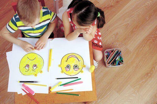 boyama yapan çocuklar