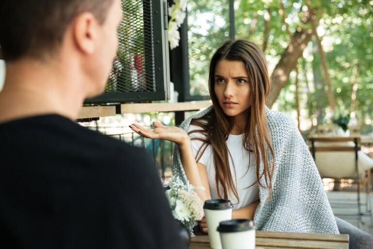 iletişim hataları yapan kadın