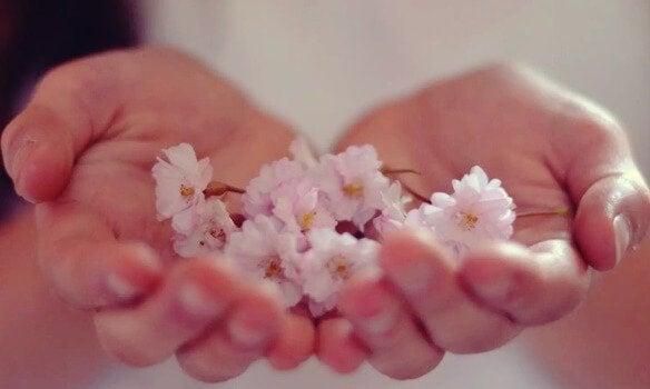 elde çiçekler