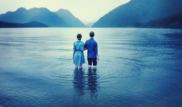 göle dalan çift