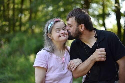 kızını öpen baba