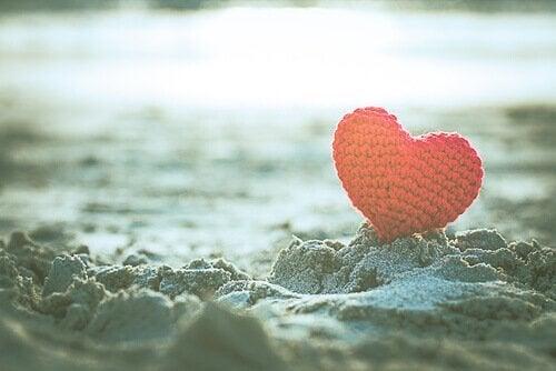 kum üzerinde kalp