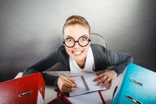 masa ofis çılgın kadın