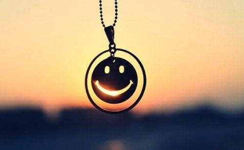 mutlu yüzlü kolye