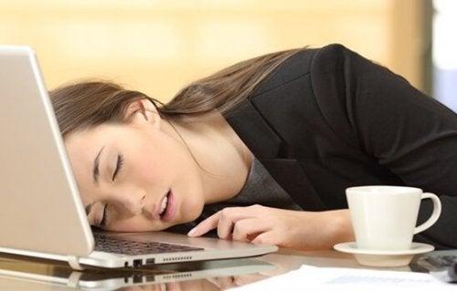 Aşırı Uyuma: Belirtileri ve Tedavisi
