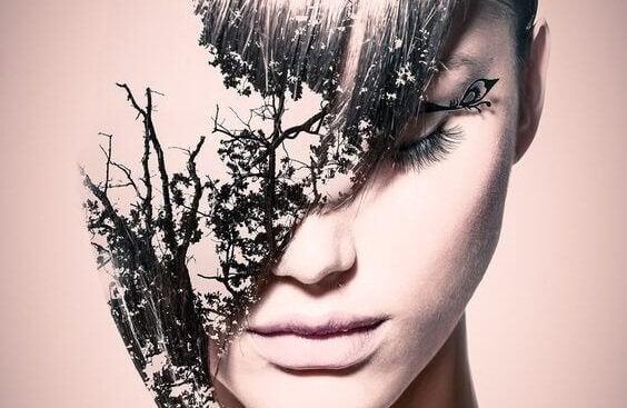 yüzünde yapraklar olan kadın