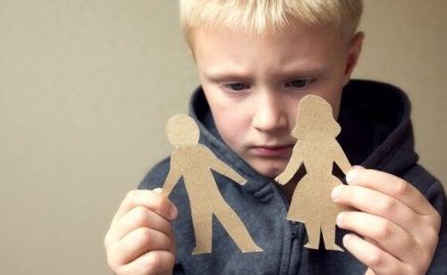 Kınamayı Çocuk Yetiştirirken Kullanan Ebeveynler