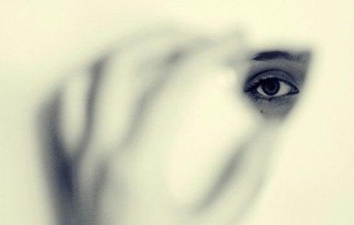 Bizi Görünmez Kılan Korku