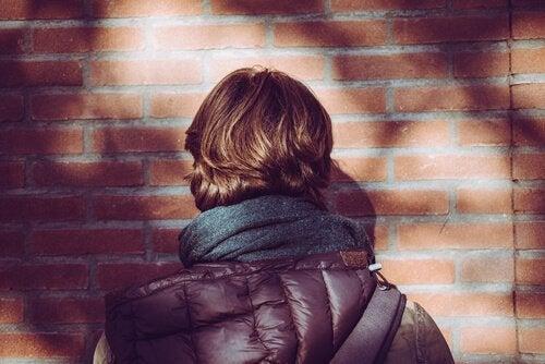 Entelektüel Zorbalık: Öz Güven Eksikliğinin İşareti