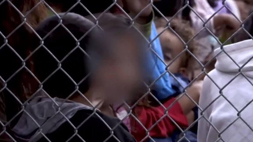 sınır tellerindeki çocuklar