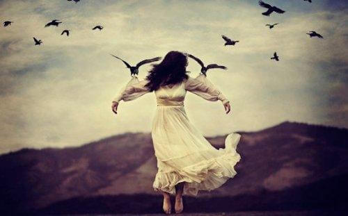 kuşlarla uçan kız