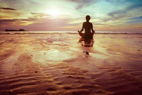 medatasyon yapan kişi
