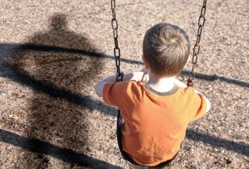 salıncakta çocuk ve duygusal ihmal