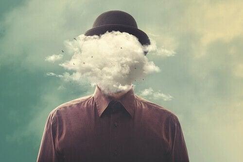 yüzünde bulutlar olan adam