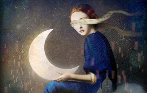 gözleri kapalı ve elinde ay olan bir kadın