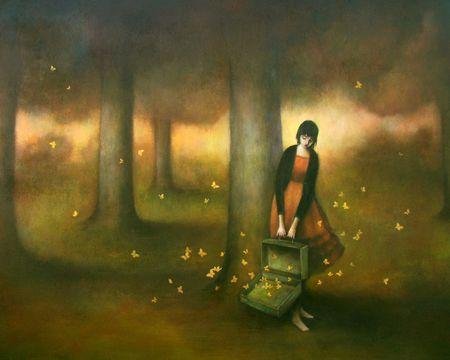 ormanda bir kadın ve kelebekler